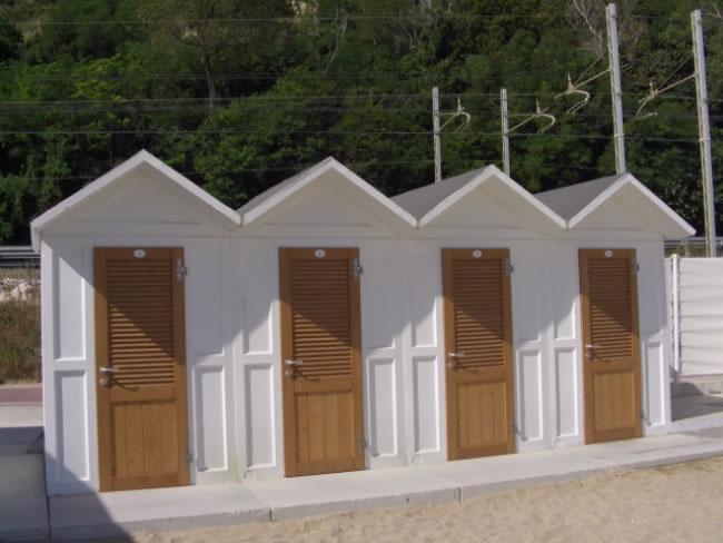 Cabine da spiaggia cabine in legno da spiaggia de biagi for Cabine di legno di whitetail