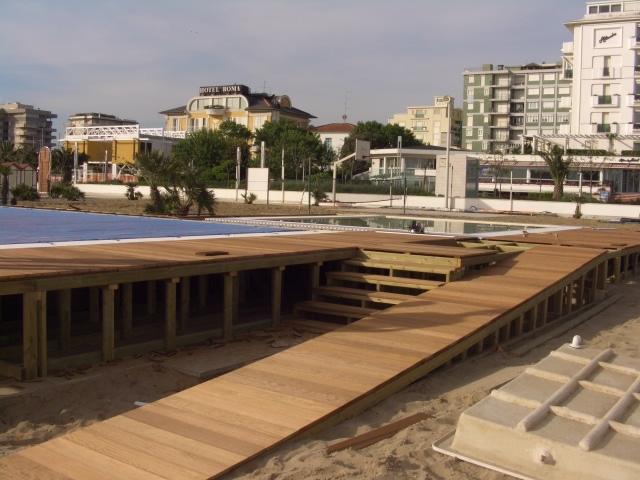 Passerelle in legno camminamenti da spiaggia de biagi for Ambienti esterni giardini